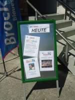 Thun/287141/138611---5-jahre-brockishop-thun (138'611) - 5 Jahre BrockiShop Thun: Hinweistafel beim Eingang am 4. Mai 2012